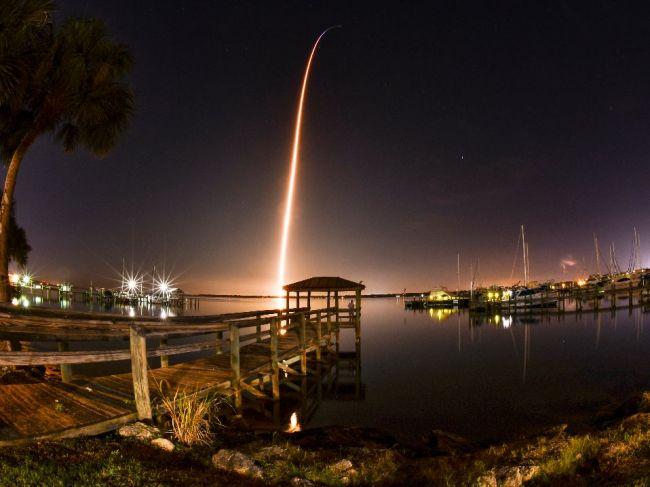 Nová pilotovaná loď spoločnosti SpaceX vyštartovala na skúšobný let
