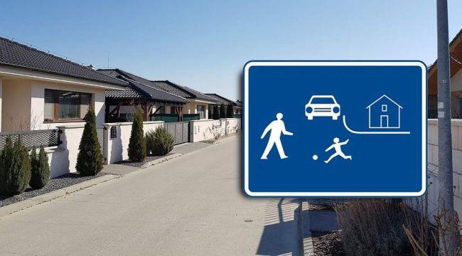 Parkovanie a pohyb v obytnej zóne: čo hovorí zákon a aké majú chodci a vodiči povinnosti