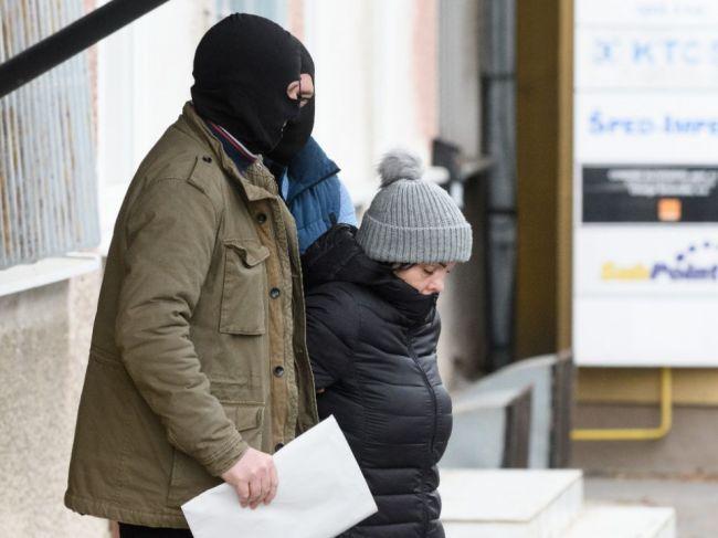 FOTO: Alena Zsuzsová vyše šiestich hodín vypovedala na NAKA