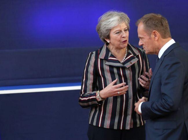Tusk chce navrhnúť lídrom EÚ, aby zvážili dlhodobý odklad odchodu Británie