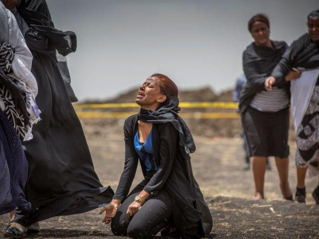 Pilot lietadla zrúteného v Etiópii vystrašeným hlasom žiadal dispečerov o návrat