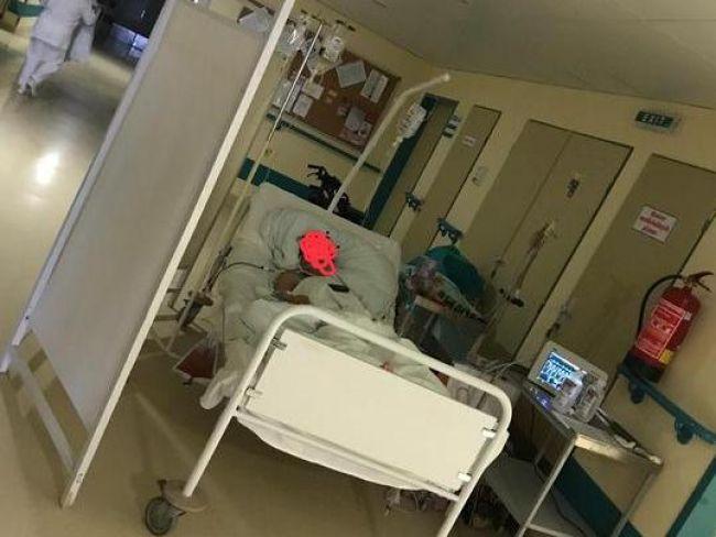 O prípad pacientky ležiacej na chodbe sa zaujíma ÚDZS i ombudsmanka