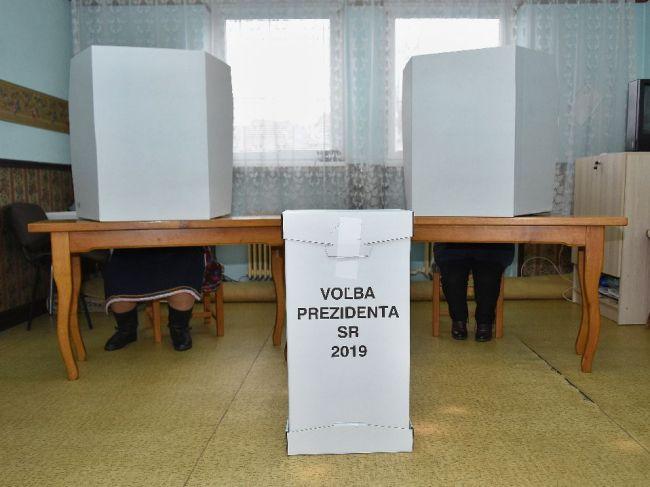 Pred otvorením volebnej miestnosti zomrel predseda komisie