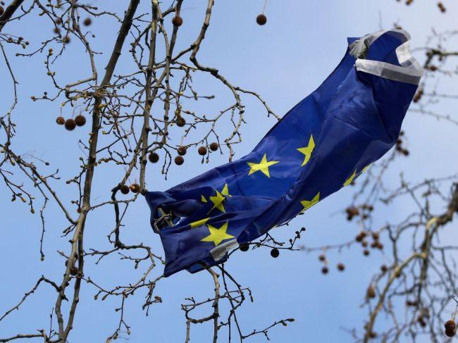 Taliansko môže hlasovať proti odkladu brexitu, tvrdí nemecký europoslanec