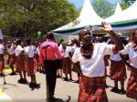 Video: Slovenská ľudovka v Keni - Takto deti zaspievali Tancuj, tancuj, vykrúcaj