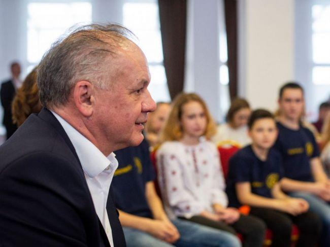 Kiska navštívil rehabilitačný tábor v Tatrách pre ukrajinské vdovy a siroty