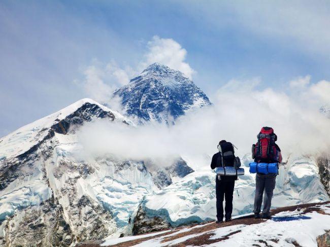 Topiaci sa ľad na Evereste začal odhaľovať telá stratených horolezcov