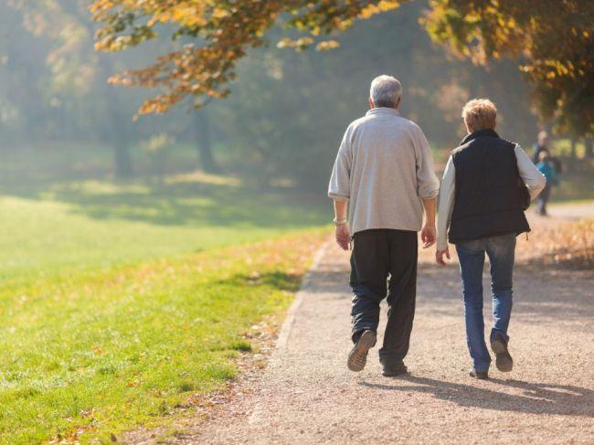 Dôchodkový vek na Slovensku sa zastropuje na 64 rokov