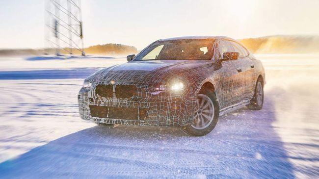 BMW prvýkrát ukázalo elektrickú i4 a ďalšie elektromobily