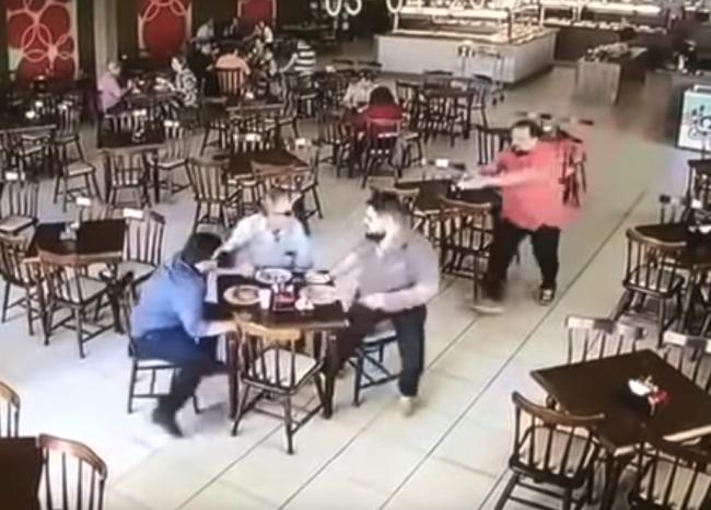 Video: Pokus o vraždu sa nepodaril. Strelec urobil osudovú chybu