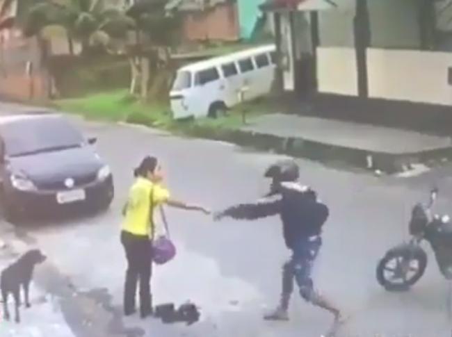 Video: Zlodeja prekvapil ozbrojený policajt. Na tomto mieste ho nečakal