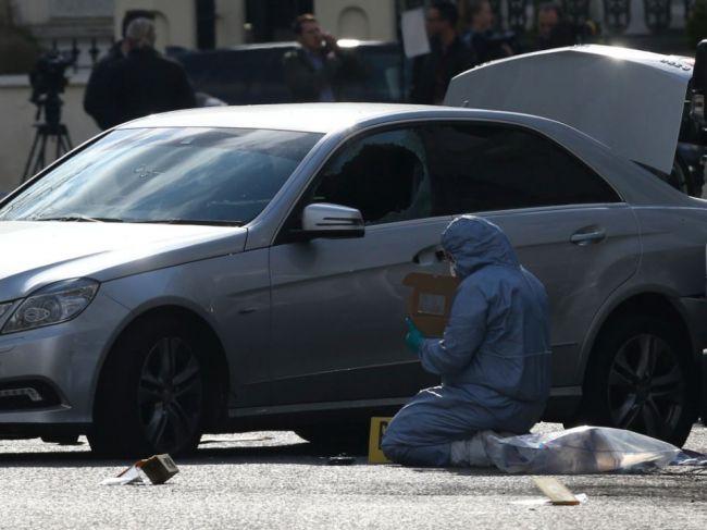 Muž vrazil autom do vozidla ukrajinského veľvyslanca, zadržali ho