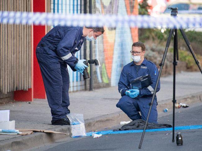 Po streľbe pred nočným klubom v Melbourne zomrel 37-ročný muž