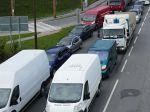 Na cestách sa tvoria kolóny, pred Ružomberkom vodiči stoja do 50 minút