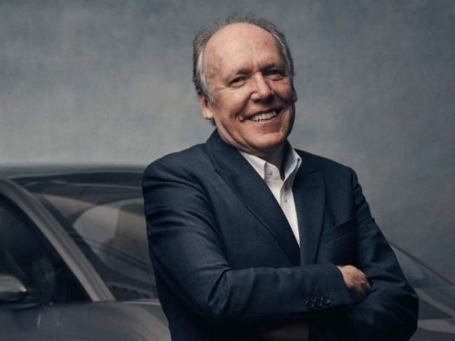 Šéfdizajnér Jaguaru ostro skritizoval displeje v autách! Toto si o nich myslí