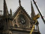 Polícia začala vyšetrovať príčinu vzniku požiaru v Notre-Dame