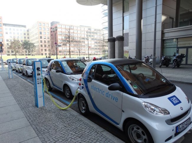 Európa je na chvoste v zabezpečení výroby elektromobilov