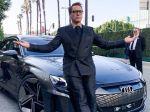 Filmári sa v Avengers vysmiali elektrickým autám! Toto ste si v kine určite nevšimli