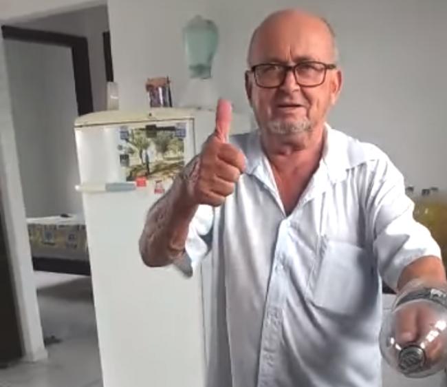Video: Muž objavil zvláštny kuchynský trik s plastovou fľašou
