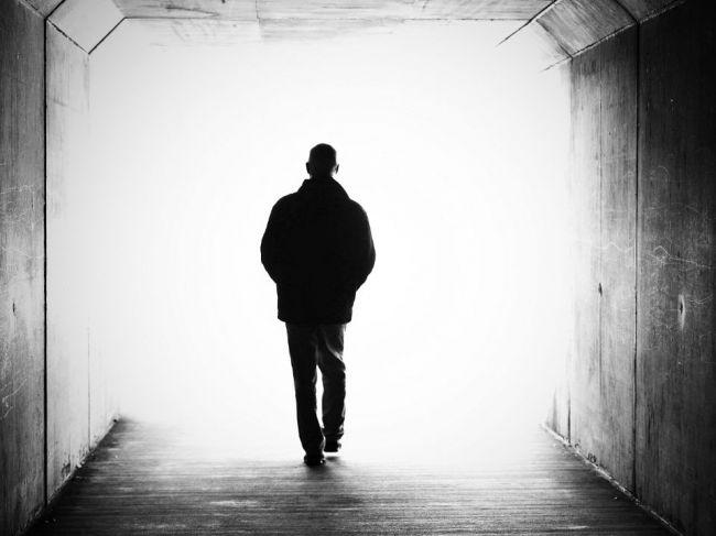 Čo sa deje hodiny pred smrťou? Väčšina ľudí o tom nemá tušenie