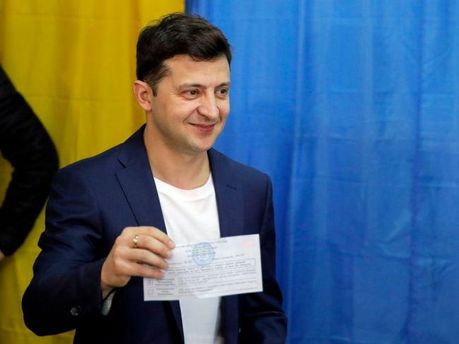 Zelenskyj dostal pokutu za to, že pri voľbách ukázal označený lístok