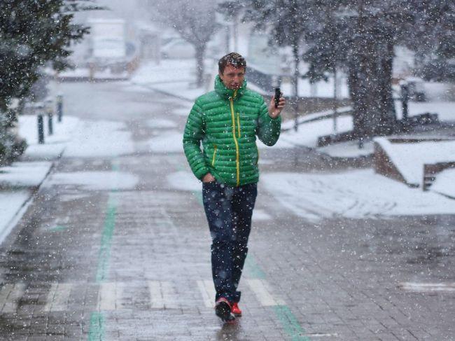 V noci hrozí na mnohých miestach Slovenska sneženie
