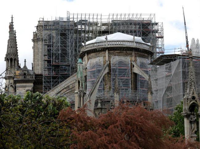 Väčšina sľúbených peňažných darov na obnovu Notre-Dame podľa arcibiskupa ešte neprišla