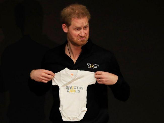Princ Harry dostal odškodné za narušenie súkromia