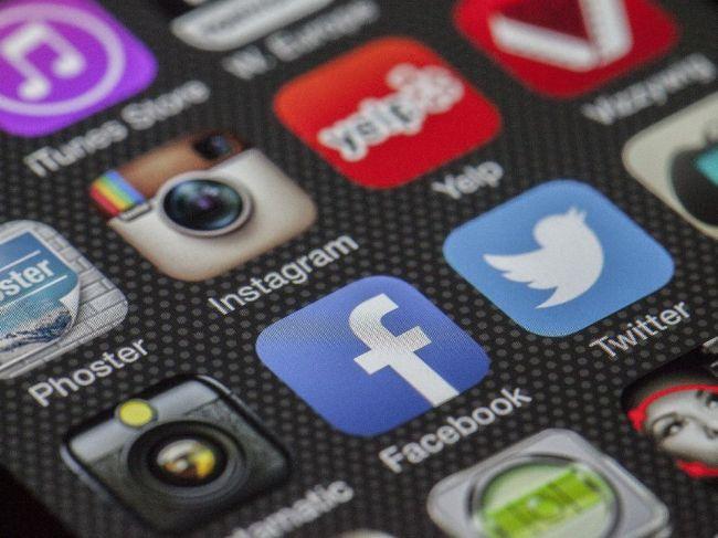 Dievča nechalo užívateľov sociálnej siete hlasovať o svojom živote, napokon sa zabilo