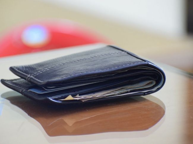 Našla sa  peňaženka s vyššou sumou peňazí, polícia hľadá majiteľa