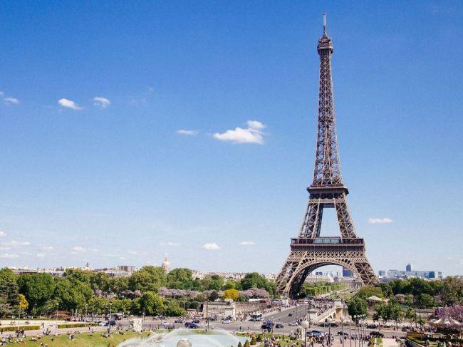 Francúzsko napriek protestom žltých viest zaznamenalo vlani turistický rekord