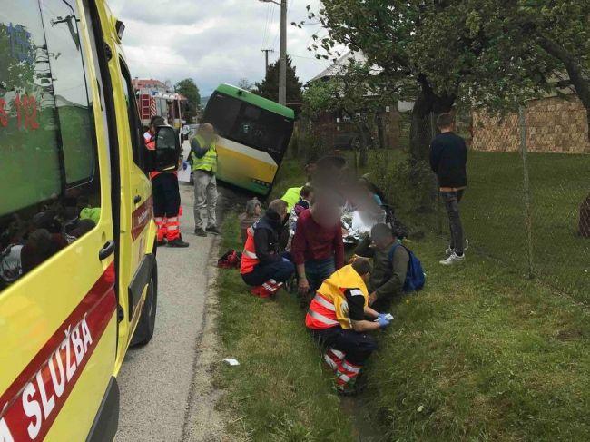 V Žiline havaroval autobus so 40 cestujúcimi, na mieste zasahoval vrtuľník