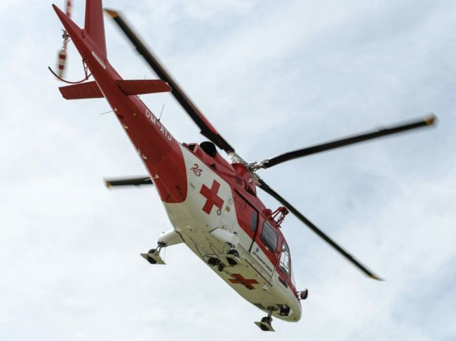 Pilčíka zavalil strom, na mieste zasahovali leteckí záchranári