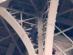 Lezec z Eiffelovej veže sa vzdal a je v rukách polície a hasičov