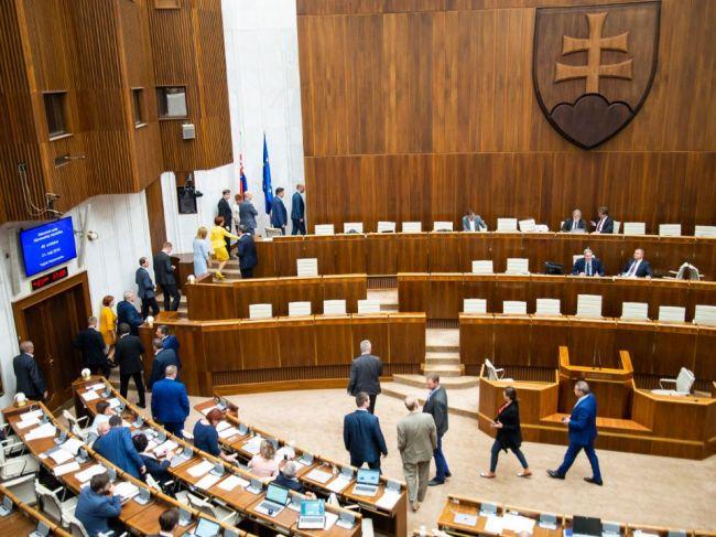 Poslanci zvolili troch kandidátov na sudcov Ústavného súdu SR