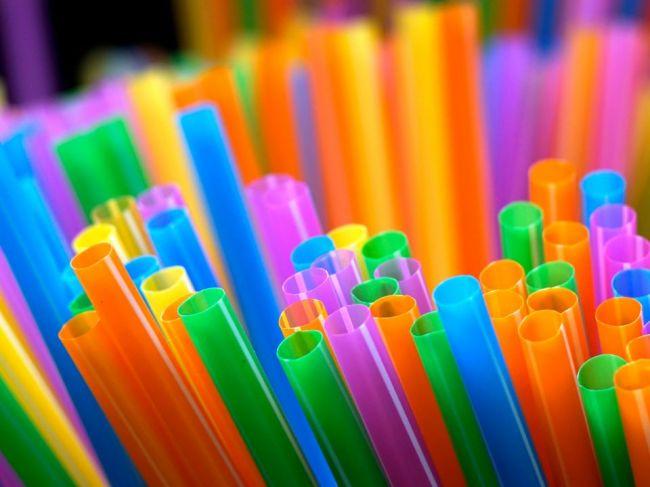 Rada ministrov odsúhlasila zákaz jednorazových plastových výrobkov od roku 2021
