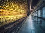Pre výpadok elektriny uviazlo v moskovskom metre na niekoľko hodín tisíc pasažierov