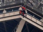 Muž, ktorý chcel skočiť z Eiffelovej veže, sa podrobí vyšetreniu na psychiatrii