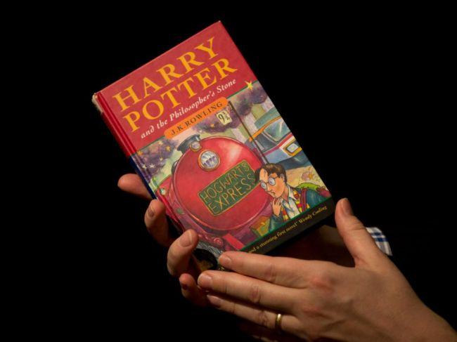 Rowlingová oznámila vydanie štyroch nových e-kníh zo sveta Harryho Pottera