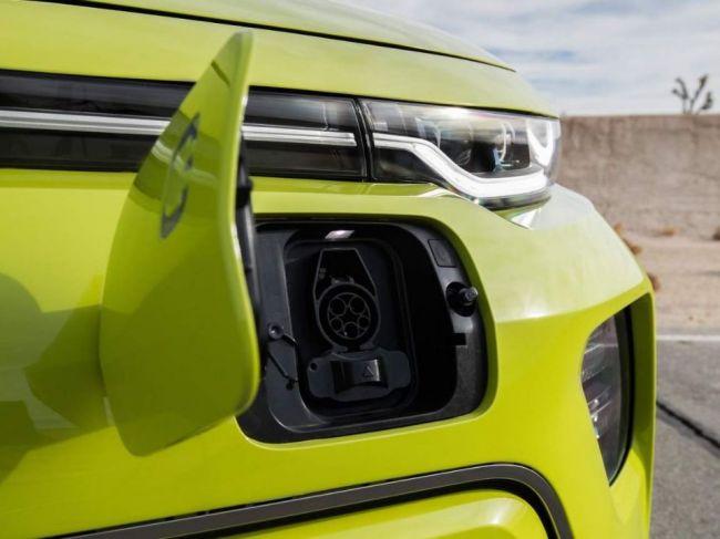 Koľko stojí nabitie elektromobilu? A koľko eur reálne ušetríte na 160 km trase?