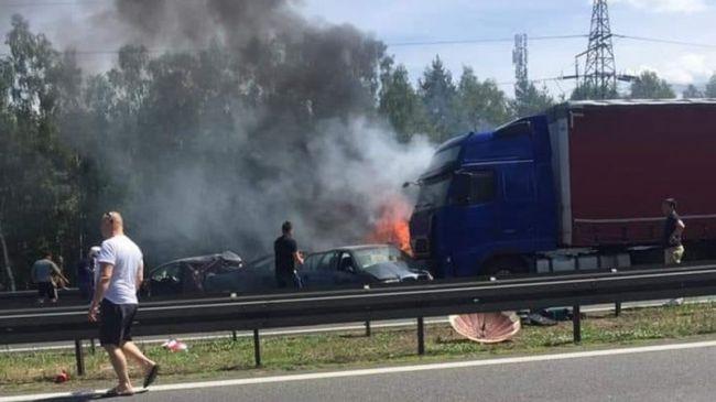 Pri reťazovej nehode na diaľnici zahynulo šesť ľudí