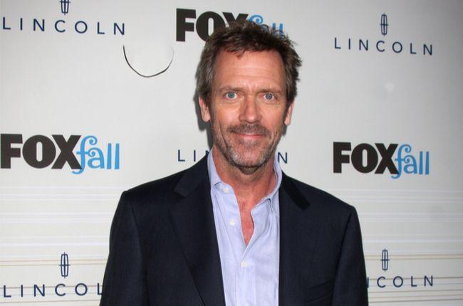 Britský herec Hugh Laurie, alias nevrlý Dr. House oslavuje okrúhle narodeniny