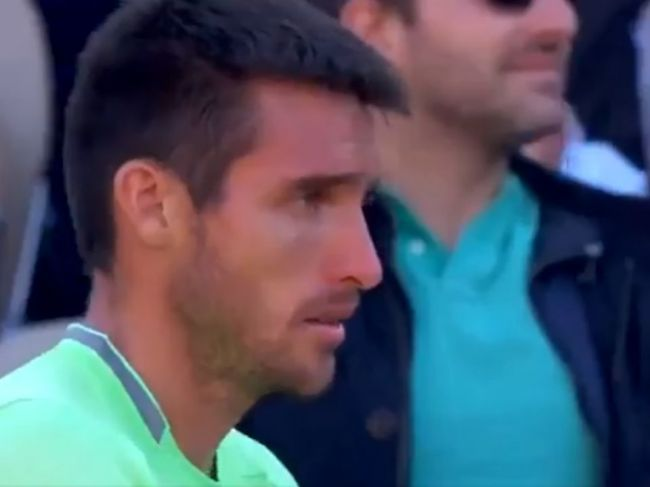 Video: Tenista prehral zápas. Potom jeho syn urobil niečo, čo rozplakalo aj súpera