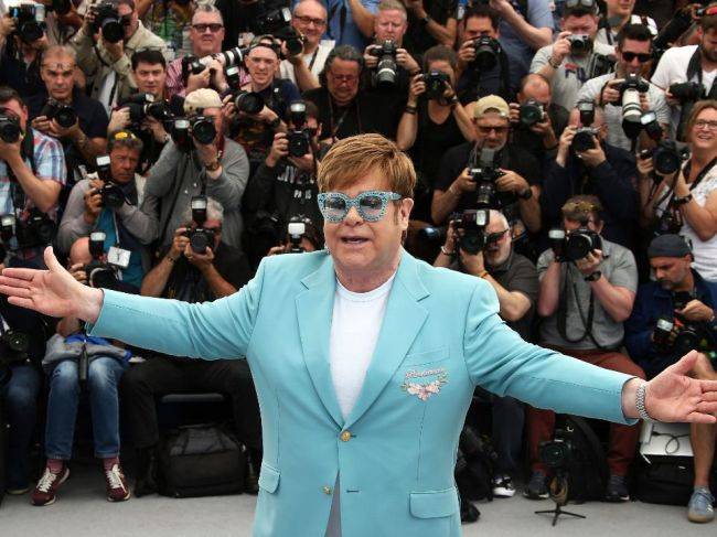 Samoa zakázala životopisný film o Eltonovi Johnovi pre homosexualitu