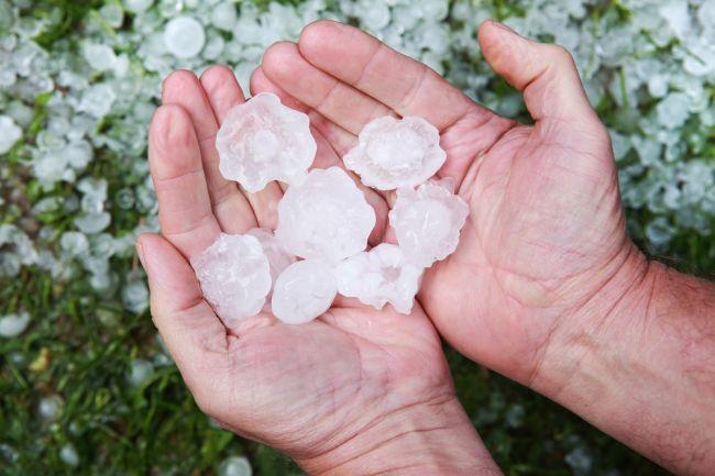 Silné búrky si vyžiadali zranenia, padali aj krúpy veľké ako pingpongové loptičky