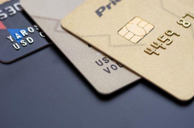 Na dovolenku si zoberte kreditnú aj debetnú platobnú kartu