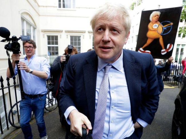 Prvé kolo súboja o post lídra britských konzervatívcov vyhral Boris Johnson