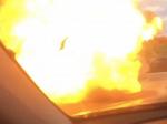 Video: Mužovi pred autom explodovalo vozidlo