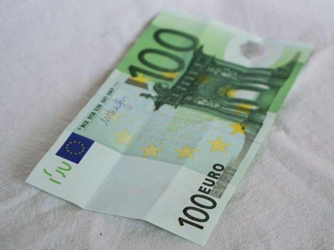 Rodičia prvákov dostanú 100 eur na nákup školských potrieb