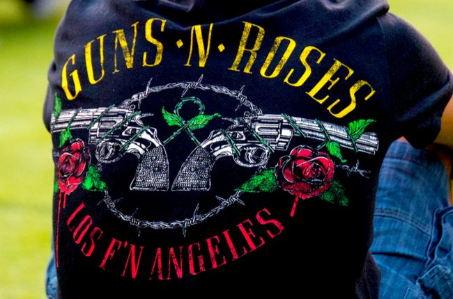 Bývalý člen kapely Guns N' Roses sa bodol do brucha